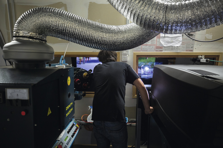 Cinéma: comment réinventer les salles obscures ?