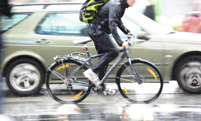 Vélos, voitures : plus complémentaires qu'ennemis ?