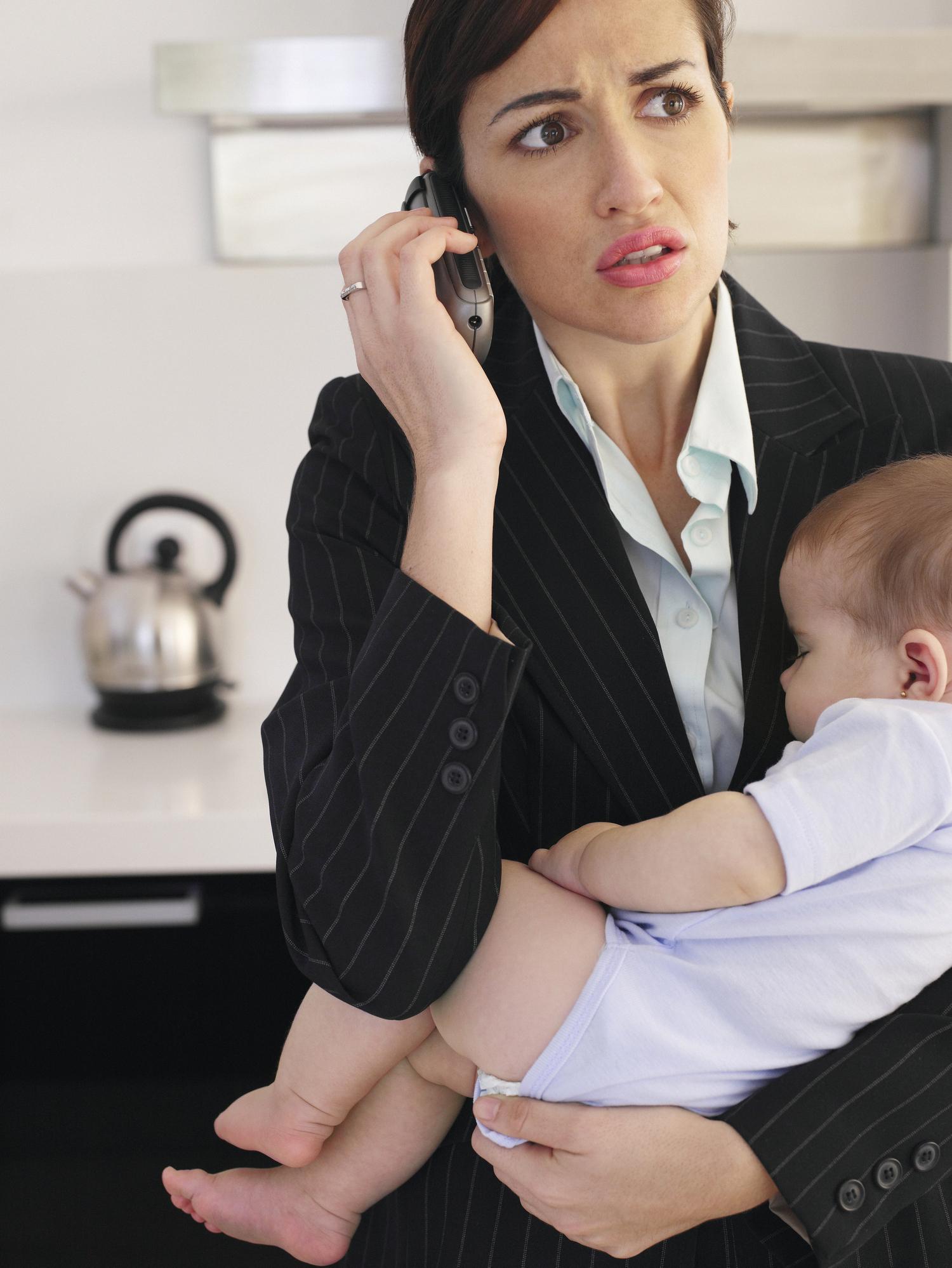 Télétravail: les femmes plus souvent interrompues par des tâches liées à la gestion du foyer