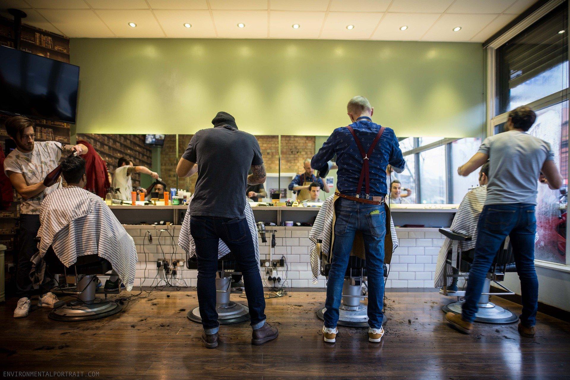 Combien ça coûte, d'aller chez le coiffeur?