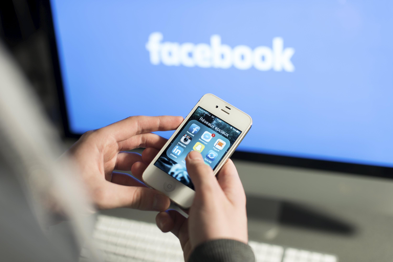 Comment la mise à jour iOS 14.5 d'Apple a relancé sa guerre avec Facebook