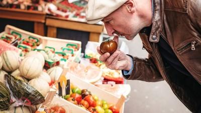 Déconsommation : les Français achètent moins pour acheter mieux