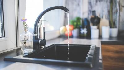 Ça coûte combien, l'eau en France ?