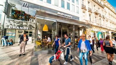McDonald's la joue local pour rester leader mondial