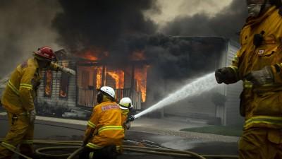 Contre les incendies en Australie, le brûlant financement des pompiers volontaires