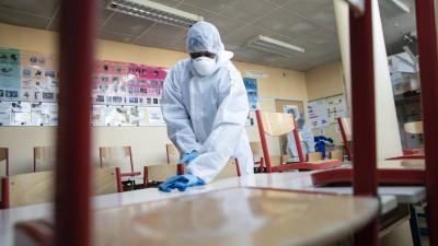Covid-19 : quel risque chimique pour les agents d'entretien ?