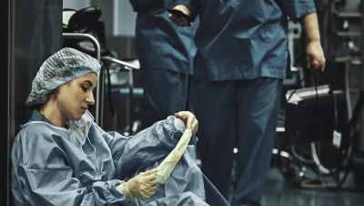 L'hôpital,entre innovations de pointe et précarité