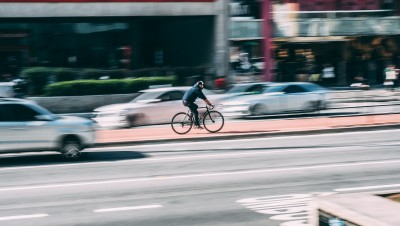 Accidents de la route : l'auto de plus en plus sûre, le vélo de moins en moins