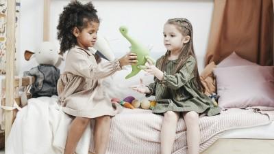 Altruisme : les enfants pensent-ils aux autres ?