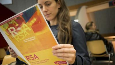 Derrière le RSA jeune, l'opposition entre libéraux et keynésiens