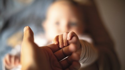 Congé paternité obligatoire,un outil pour mettrelesparents à égalité